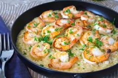 Oj, oj, oj! Vad det här var gott! Risotto är en av mina favoriträtter! Man kan verkligen smaksätta en risotto hur man vill! Kyckling, skaldjur, svamp, biff, grönsaker mm. Jag valde att ha med... Cheesy Recipes, Shrimp Recipes, Wine Recipes, Great Recipes, Swedish Recipes, Fish And Seafood, Love Food, Food Photography, Food Porn