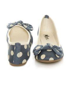 Flats, flats, flats. Cute Flats, Cute Shoes, Me Too Shoes, Bow Flats, Polka Dot Flats, Blue Polka Dots, Look Fashion, Fashion Shoes, Kinds Of Shoes