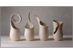 Seramik sanatçısı Tina Vlassopoulos'un yapıtlarını hiç gördünüz mü? Londra'da yaşıyor. Bachelor of Arts 1977 mezunu. Pek çok sergisi , önemli ödülleri var: 2002 Soing Ödülü Hırva…