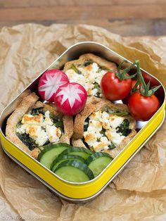 """Die Mädchenküche kocht """"zusammen"""" #2: Mini-Toast-Quiche mit Spinat und Schafskäse"""