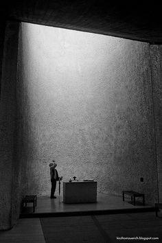 1950–1954   Le Corbusier   Chapelle Notre Dame du Haut, Ronchamp, France Puit de lumière sur l'autel