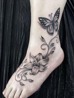 Galerie Blumen und Schmetterlinge – Tattoo Zentrum Lübeck Gallery Flowers and Butterflies – Tattoo Center … Cute Foot Tattoos, Mom Tattoos, Tattoo Girls, Trendy Tattoos, Body Art Tattoos, Tattoos For Guys, Sleeve Tattoos, Tattoos For Women, Tatoos