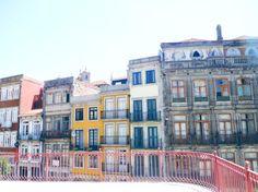 Quelques adresses et bons plans pour visiter Porto, et beaucoup de belles images de cette ville haute en couleurs.