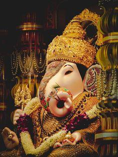 Photos Of Ganesha, Shri Ganesh Images, Ganesha Pictures, Ganpati Photo Hd, Ganpati Bappa Photo, Dagdusheth Ganpati, Pune Ganpati, Arte Ganesha, Ganesha Tattoo