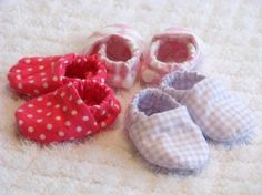 Sweet cloth baby shoes -- the original pattern isn't available but she links another pattern you can download for free!