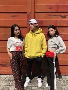 rei germar Christmas Party Outfits, Group Pictures, Ootds, Filipina, Hypebeast, Picture Ideas, Ariana Grande, Outfit Ideas, Lifestyle