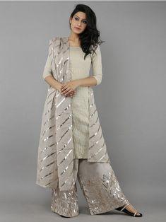 64 Ideas For Dress Nigth Wedding Robes Pakistani Dress Design, Pakistani Dresses, Indian Dresses, Indian Outfits, Pakistani Suits, Kurti Designs Party Wear, Kurta Designs, Indian Designer Outfits, Designer Dresses