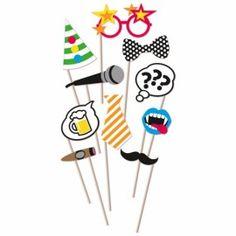 Set de 10 Decoratiuni pentru Recuzite Foto, model Birthday Party. Setul contine cele 10 decoratiuni din imagine atasate unui bat astfel incat sa poata fi tinute in mana in timpul sedintei foto. Ideale pentru orice eveniment.