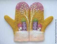 17.12.2013 Работа дня: Валяные варежки.   Очаровательные розово-желтые варежки с милыми домиками и фактурной вышивкой бисером.