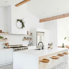 In a farmhouse design, the side table seems to have important roles that are unreplaceable. The farmhouse side table is not there for merely functions but the right design and … Kitchen Decor, Home Remodeling, Boho Kitchen, Minimal Kitchen, Home Decor, Home Kitchens, Farmhouse Side Table, Buying A New Home, Kitchen Design