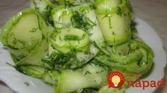 Marinovaná cuketa s kôprom a cesnakom Vegetable Dishes, Vegetable Recipes, Zucchini Pickles, Pickled Zucchini, 30 Day Diet, Cooking Recipes, Healthy Recipes, Garlic Recipes, Marinated Chicken