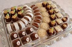 Eid Biscuits, Fancy Biscuit, Eid Sweets, Charcuterie Recipes, Tunisian Food, Dessert Tray, Best Food Ever, Arabic Food, Fancy Cakes