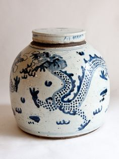 19th century Chinese Dragon Jar container