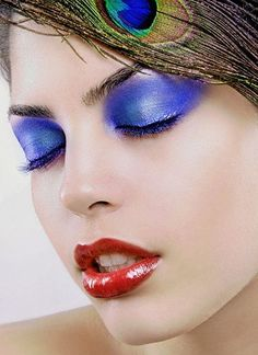Summer make up has its own peculiar features. Some of you prefer natural summer look and others want to be bright.