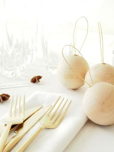 DIY Easy Holiday Table Decorations @monsterscircus