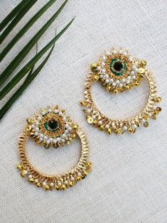 Diy Wedding Earrings, Wedding Necklace Set, Jewelry Design Earrings, Gold Earrings Designs, Gota Patti Jewellery, Bridal Jewelry, Flower Jewelry, Traditional Earrings, Handmade Jewelry Designs