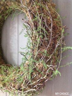 Krans van mos, takjes en aspergegroen