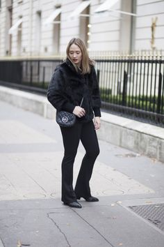 All black ♥ Outfit by: luxblog.nl #invitonl #boots #seventies #inspiration