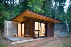 Tiny House / Casa pequeña / Casa petita Salt Spring Island Cabin by Olson Sundberg Kundig Allen Architects. 191 SF cabin with shower porch. Steel Cladding, Casas Containers, Glass Facades, Cabins And Cottages, Tiny Cabins, Cabin Homes, Cabins In The Woods, Bungalows, Prefab