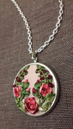 Kurdeledesanat Ribbon Embroidery Tutorial, Silk Ribbon Embroidery, Embroidery Thread, Ribbon Art, Ribbon Crafts, Jewelry Wall, Embroidery Jewelry, Tear, Handmade Necklaces