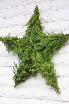 Une couronne, que dis-je une étoile de noël réalisée avec 5 branches de sapin : une belle idée pour décorer son appartement à petit prix #DIY #decoration #noel