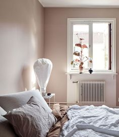 Blush pink bedroom ideas dusty rose bedroom decor and bedding i love 00007 Dusky Pink Bedroom, Pink Bedroom Walls, Rose Bedroom, Pink Bedroom Decor, Master Bedroom Interior, Pink Bedrooms, Accent Wall Bedroom, Home Interior, Girls Bedroom