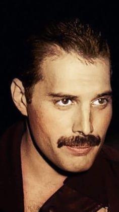 bands Freddie Mercury So handsome Queen Freddie Mercury, Freddie Mercury Tattoo, Freddie Mercury Quotes, Dorothy Parker, John Deacon, Pop Rocks, Queen Songs, Freddie Mecury, Michael Jackson