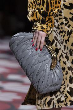 Miu Miu at Paris Fashion Week Fall 2020 - Details Runway Photos fashion runway Miu Miu at Paris Fashion Week Fall 2020 Fashion Week, Paris Fashion, Love Fashion, Fashion Show, Vintage Fashion, Fashion Design, Fashion Trends, Fall Fashion, Fashion Handbags