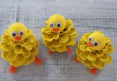 Chick Peeps Pine Cone Easter Craft Ornament Pine Cone Craft Decoration Spring Peeps K ken guckt Pine Cone Ostern Handwerk Ornament Pine Cone Craft Dekoration Fr hling Peeps Pine Cone Art, Pine Cones, Pine Cone Wreath, Easter Crafts For Kids, Diy For Kids, Pine Cone Crafts For Kids, Pinecone Crafts Kids, Easter Ideas, Felt Crafts