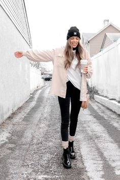 doc martens outfit Snow Day Outfit, Outfit Winter, Doc Martens Outfit, Aesthetic Outfit, Jenni, Street Style Women, Outfit Ideas, Normcore, Clothes For Women