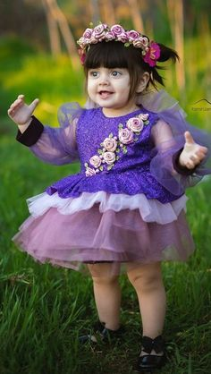 Cute Kids Pics, Cute Baby Girl Pictures, Baby Girl Images, Small Cute Babies, Cute Little Baby, Cute Baby Girl Wallpaper, Cute Babies Photography, Birthday Girl Dress, Baby Girl Halloween