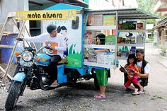 Mobile library: Mata Aksara co-founder Nuradi Indra Wijaya (left) readies the motorbike-powered library van as his daughters Diva (second from left), Naya and his uncle Badruddin (right) observe the book collection. Library Week, Library Room, Mobile Library, Vintage Library, Coffee And Books, Thinking Outside The Box, Find Picture, Book Collection, Jakarta