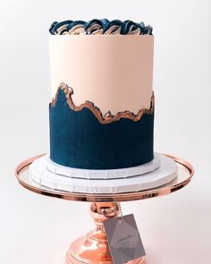 This is my all time favourite so far. Classic and complimenting tones. I used the colour right system to achieve that… Cake Decorating Videos, Cake Decorating Techniques, Bolo Russo, Buttercream Decorating, Elegant Birthday Cakes, Cake Kit, Creative Desserts, Cake Business, Dessert Decoration