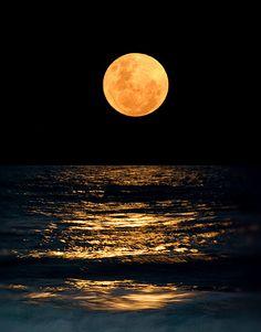 Joaquina beach, Florianopolis, Santa Catarina, Brazil   Photo by Huan Gomes on Flickr.