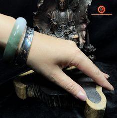 Bracelet jonc bouddhiste en argent 925 soutra du coeur, mantra Om mani padme hum Om Mani Padme Hum, Mantra, Feng Shui Jewellery, Cuff Bracelets, Rings For Men, Jewelry, Men Rings, Jewlery, Jewerly