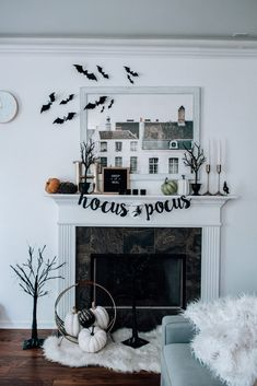 fall mantle decor Sharing spooky fall mantel decor on a budget! Click through to see how I styled my mantel for the Halloween season and beyond Spooky Halloween, Halloween Home Decor, Halloween House, Halloween Decorations, Halloween Season, Halloween 2019, Living Room Halloween Decor, Halloween Fireplace, Halloween Inspo
