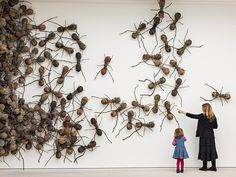 O que as crianças pensam sobre… arte? RESPOSTAS DAS CRIANÇAS | Artist Rafael Gomezbarros's 440 fibreglass ants, each 90cm long, take over part of the Saatchi Galle