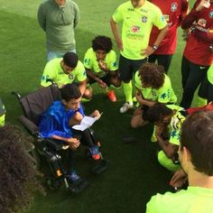 A boy with disabilities impressed the Brazilian national team!!