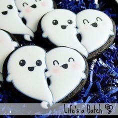 Spooky Fun Halloween Cookies Check out this list of creepy, cute, scary, spooky Halloween cookies! Decorated cookies for kids and Candy Corn Cookies, Ghost Cookies, Pumpkin Sugar Cookies, Fall Cookies, Cookies For Kids, Heart Cookies, Cute Cookies, Holiday Cookies, Pumpkin Dessert