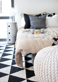 Kodin1-yhteistyö Valkoinen Harmaja -blogin kanssa. Pattern Art, Color Patterns, Vintage Colors, Interior Inspiration, Bedrooms, Bedroom Decor, New Homes, Mid Century, Colours