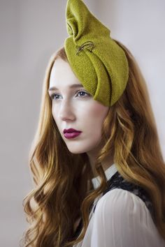 Green unique harris tweed cocktail hat. I do like this understated piece. #millinery #judithm #hats