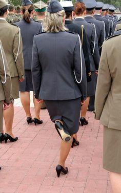 https://flic.kr/p/9HCDRw | Woman in uniform