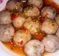 Hmong Pork filled dough balls recipe Asain Food, Asian Recipes, Ethnic Recipes, Laos Recipes, Laos Food, Asian Street Food, Tummy Yummy, Dough Balls, Coconut Recipes