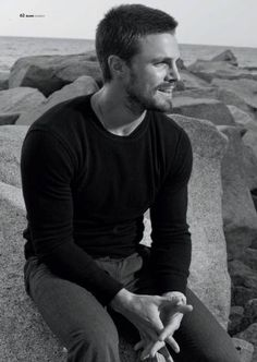 Sunday's Star (XX): Stephen Amell ~ Hunklopedia