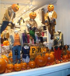 This specific window from Ralph Lauren is really well thought out. I really like the whole concept of the pumpkins and the pumpkin heads. The trend of this window is more of an autumn/halloween kind of trend and you automatically want to stop and look at the window. So well done!