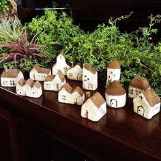 おうちモチーフ/石粉粘土/ダイソー/RC埼玉支部/机のインテリア実例 - 2014-08-05 12:11:49 | RoomClip(ルームクリップ) Clay Houses, Ceramic Houses, Putz Houses, Cork Crafts, Diy And Crafts, Pottery Houses, Polymer Clay Miniatures, Clay Projects, Little Houses