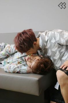 Hyunsik and sleeping Changsub ♡ << I'd be ok with Hyunsik doing that to me. Hyunsik Btob, Lee Changsub, Yook Sungjae, Minhyuk, Jinyoung, Pop Collection, Korean Boy Bands, Yesung, Golden Child