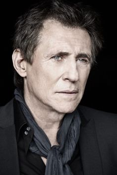 Gabriel Byrne by Barry McCall Actors Male, Actors & Actresses, Pretty People, Beautiful People, Gabriel Byrne, Famous Men, Famous People, Older Men, Hollywood Celebrities