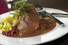 Hirvipaisti Food Tasting, Pork Recipes, Food And Drink, Beef, Koti, Desserts, Taste Food, Drinks, Drinking