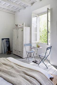 bedroom + breakfast nook | Raul Candales